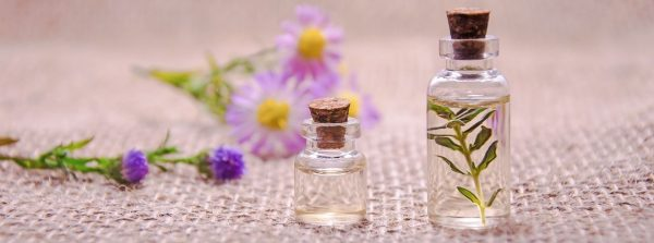 Aromatherapie-EssentialOils-3084952-MohamedHassan