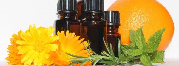 Aromatherapie-EssentialOils-3478157-Chesna